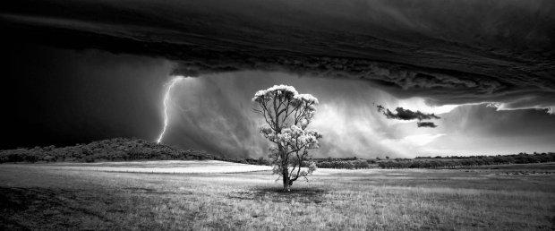 Zdjęcie numer 0 w galerii - Najpiękniejsze zdjęcia i najlepsi fotografowie krajobrazu nagrodzeni w tegorocznym w konkursie INTERNATIONAL LANDSCAPE PHOTOGRAPHER OF THE YEAR 2015