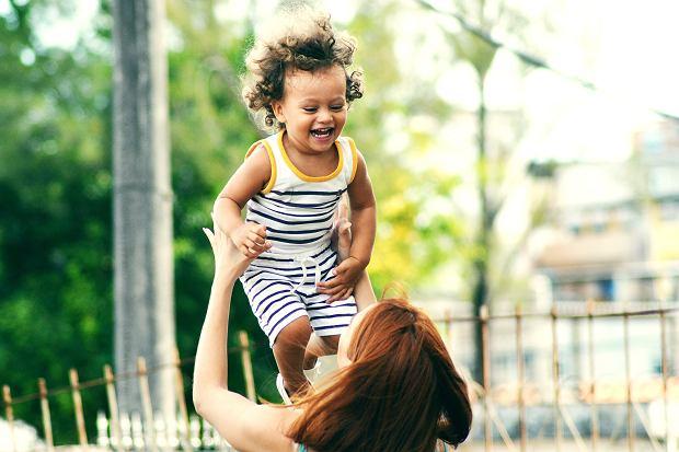 Rozwój kreatywności u dziecka zależy między innymi od osobowości matki.