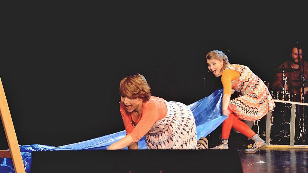 Kinga Ilgner i Paulina Korthals w spektaklu