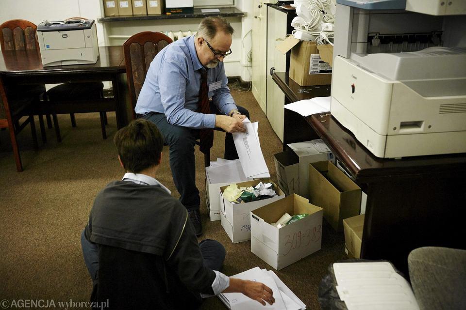 Liczenie głosów w Centralnej Komisji Wyborczej w Łodzi