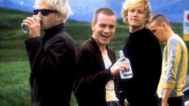 """Główni bohaterowie """"Trainspotting"""". Od lewej Sick Boy (Jonny Lee Miller), Renton (Ewan McGregor), Tommy (Kevin McKidd) i Spud (Ewen Bremner)"""