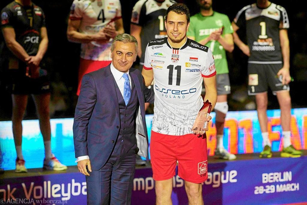 Fabian Drzyzga odbiera nagrodę dla najlepszego rozgrywającego Final Four Ligi Mistrzów
