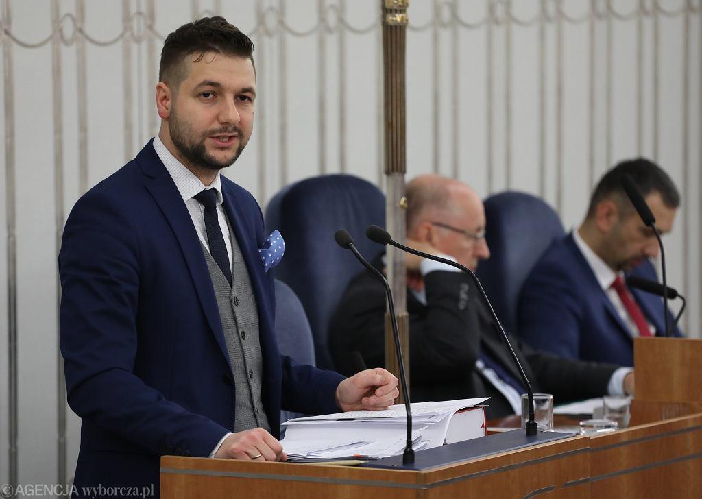 Wiceminister Patryk Jaki podczas debaty w Senacie nad zmianą ustawy o IPN