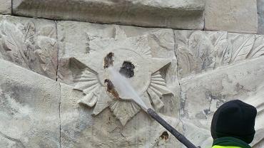 Pomnik Wdzięczności Żołnierzom Armii Radzieckiej znów zabrudzony