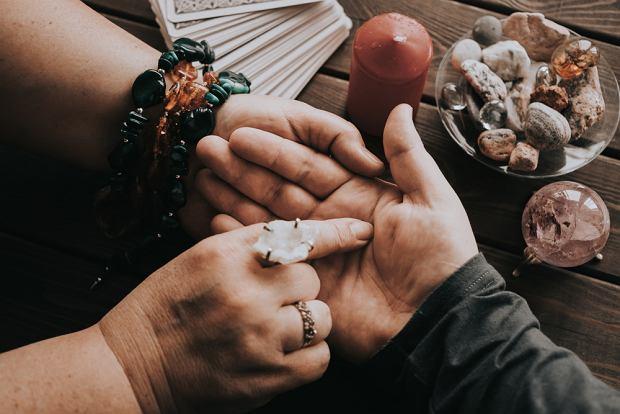 Wróżenie z dłoni - poznaj najważniejsze zasady.