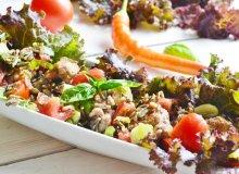 Sałatka z brązowego ryżu, warzyw i mięsnych klopsików - ugotuj