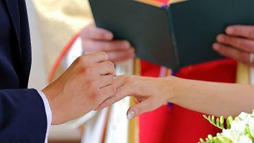 Ślub kościelny coraz droższy? W niektórych parafiach 'co łaska' to nawet 2000 zł (zdjęcie ilustracyjne)