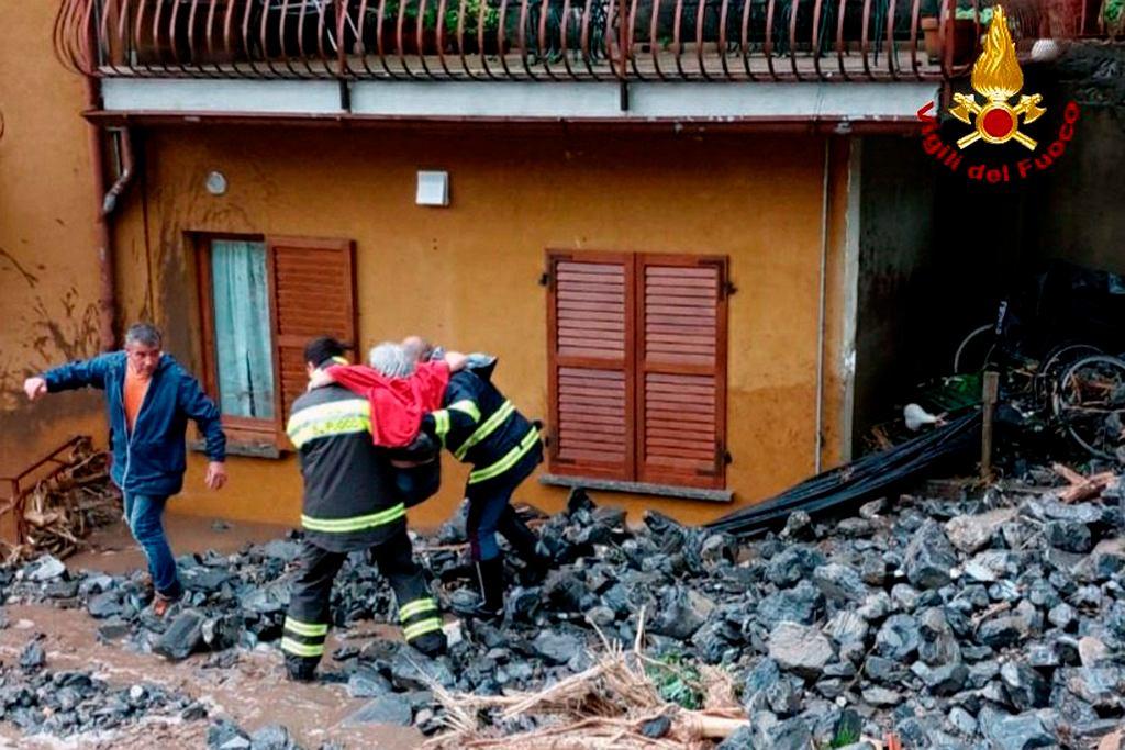 Lawiny błotne we Włoszech. Akcja strażaków we wtorek 27 lipca