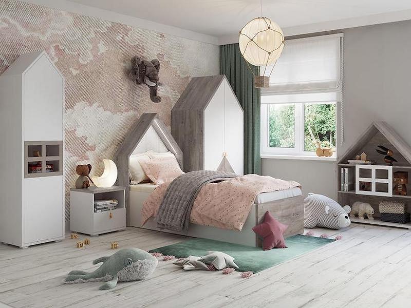 Łóżko dla dzieci z zagłówkiem w kształcie domku.