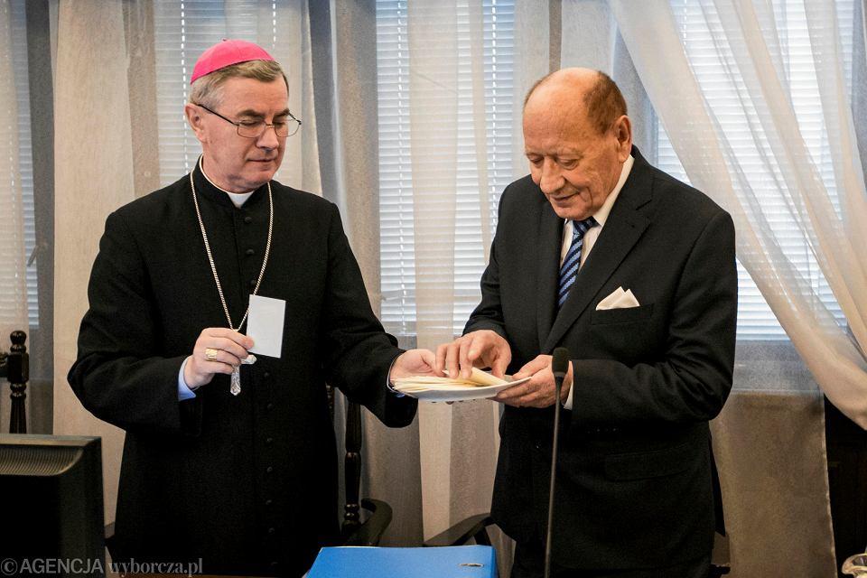Biskup Jan Wątroba i prezydent Tadeusz Ferenc