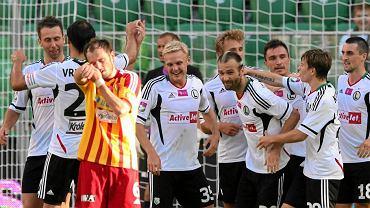Daniel Łukasik (w środku) obok Danijela Ljuboji po bramce dla Legii w meczu z Koroną