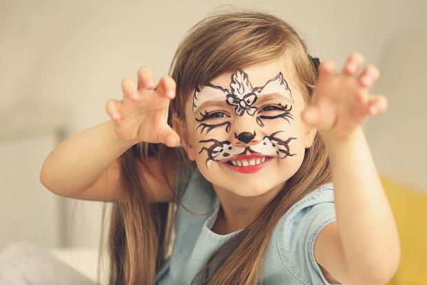 Makijaż na Halloween dla dzieci - kotek. Zdjęcie ilustracyjne