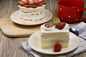 Desery bez glutenu, białego cukru, jaj i mleka: przepisy i sprzęt, który ułatwi ci przyrządzanie słodkości