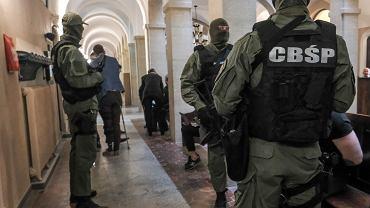 Prokuratura wyjaśnia sprawę śmierci 71-latka z Kobyłki. Wcześniej został uprowadzony przez gangsterów
