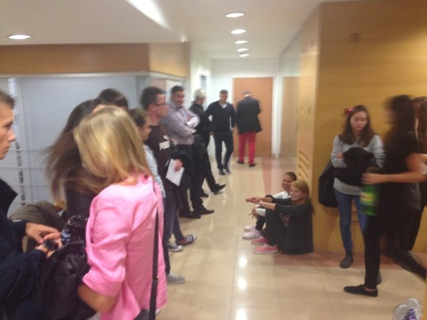 Zatrudnieni przez agencję pracy tymczasowej czekają na wypłatę pieniędzy