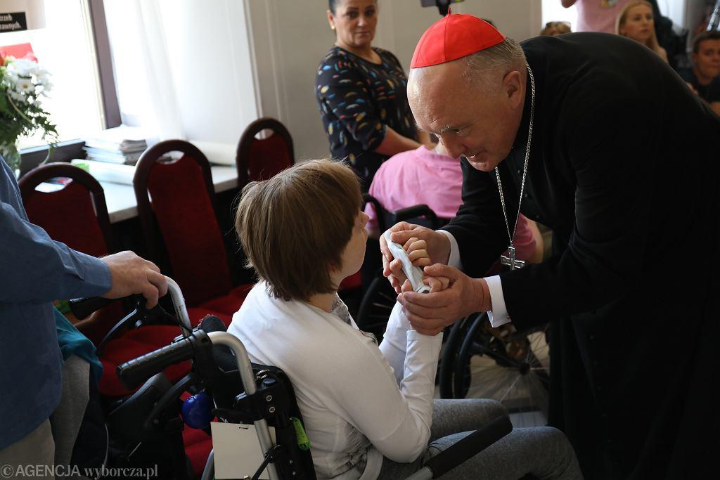 25. dzień protestu osób niepełnosprawnych, wizyta kardynała Kazimierza Nycza