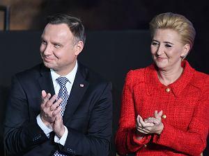 Agata Duda i Andrzej Duda witają wiceprezydenta USA