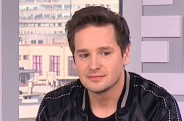 """Krzysztof Zalewski w wieku 18 lat wygrał drugą edycję muzycznego programu """"Idol"""". Dopiero wtedy został poinformowany, że ma starszego brata."""