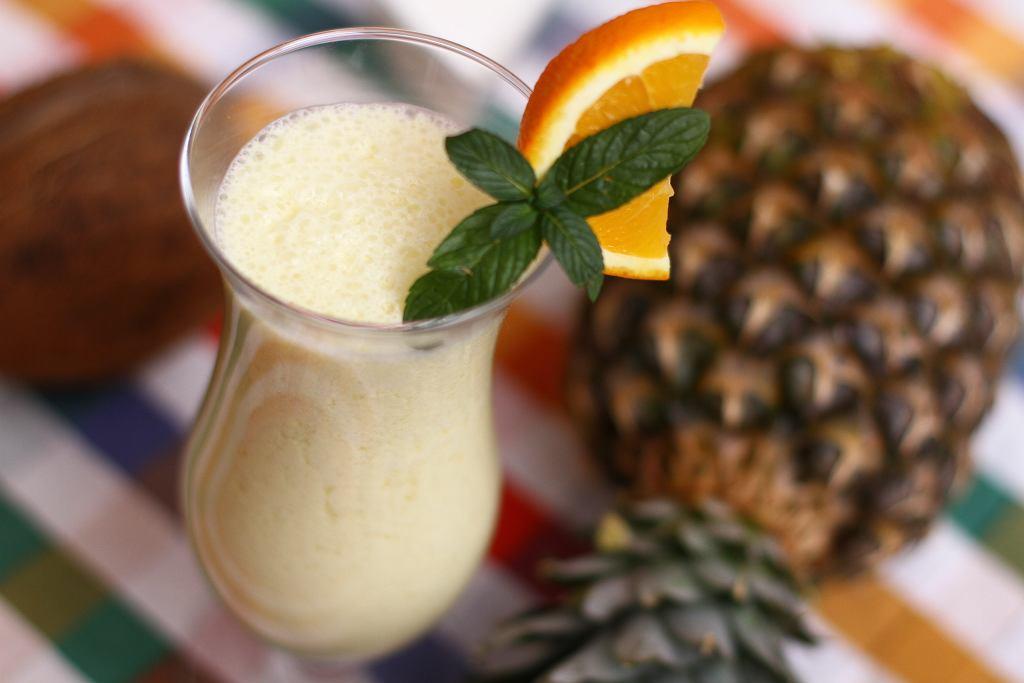 Pina colada to drink doskonały dla wszystkich wielbicieli egzotycznych smaków.