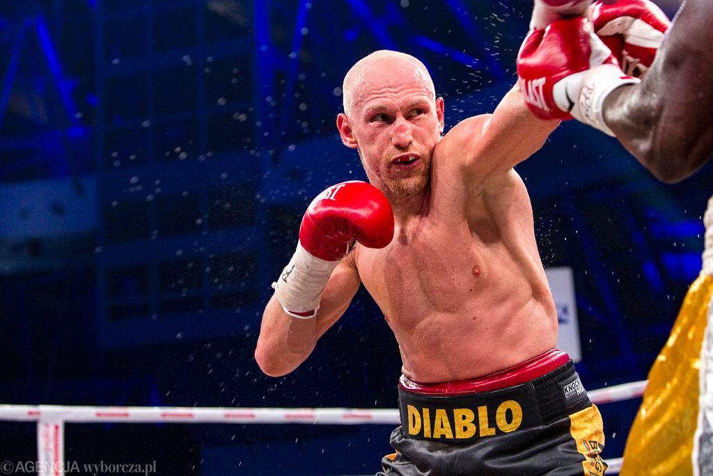 Krzysztof 'Diablo' Włodarczyk pokonał na punkty Olanrewaju Durodolę