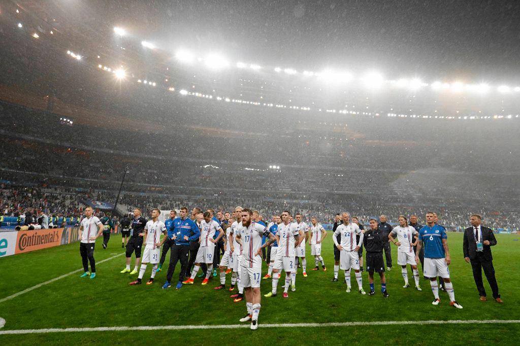 Reprezentacja Islandii po porażce z Francją