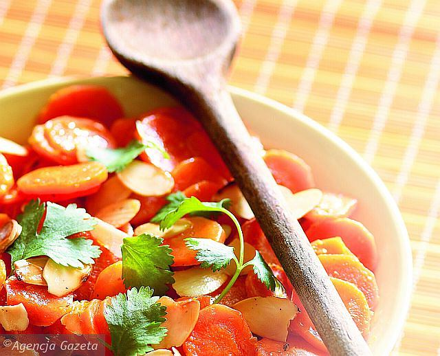 Migdałowa sałatka z marchewką