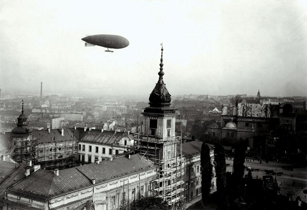 Sterowiec nad Warszawą (fot. Narodowe Archiwum Cyfrowe)