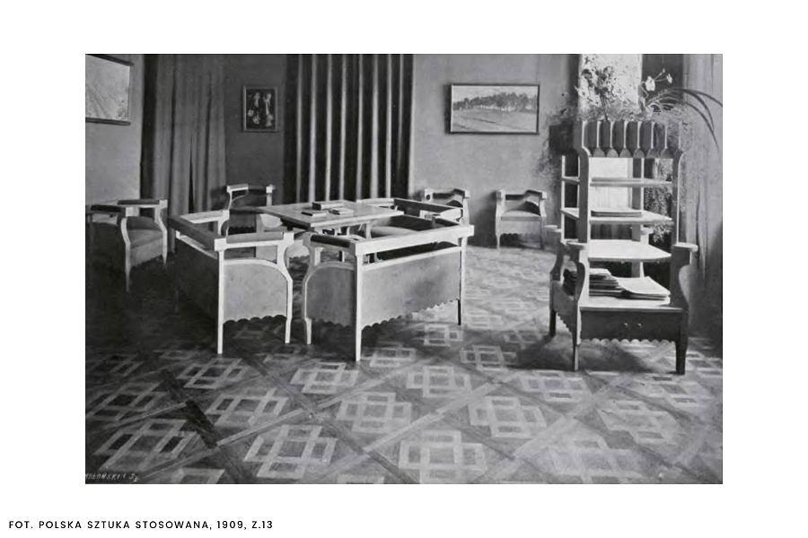 Salon Żeleńskich z masywnymi krzesłami i fotelami, które na przełomie 1904 i 1905 roku zaprojektował Stanisław Wyspiański