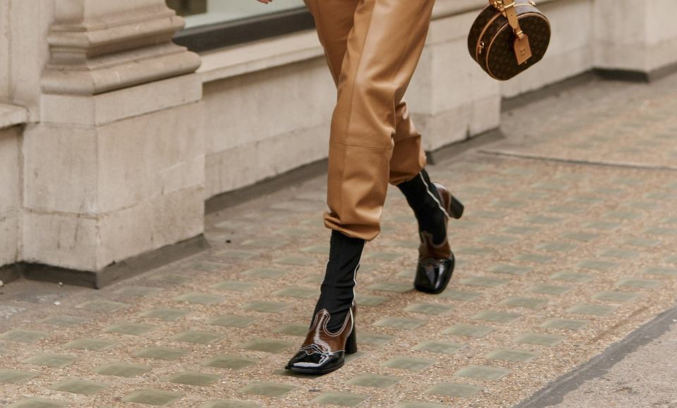 Trwa wyprzedaż pięknych skórzanych butów w polskim sklepie! Klasyczne czarne i brązowe modele w okazyjnych cenach