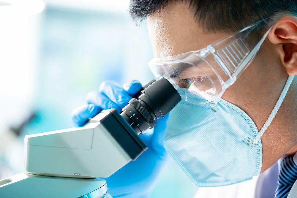 Naukowcy pracują nad szczepionką na COVID-19