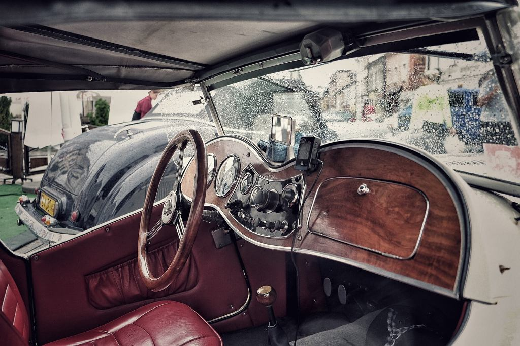 Wnętrze pojazdu zabytkowego