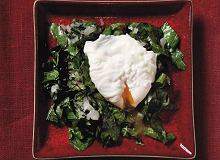 Jajka w koszulkach na boćwinie - ugotuj