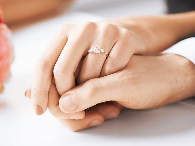 delikatne pierścionki zaręczynowe