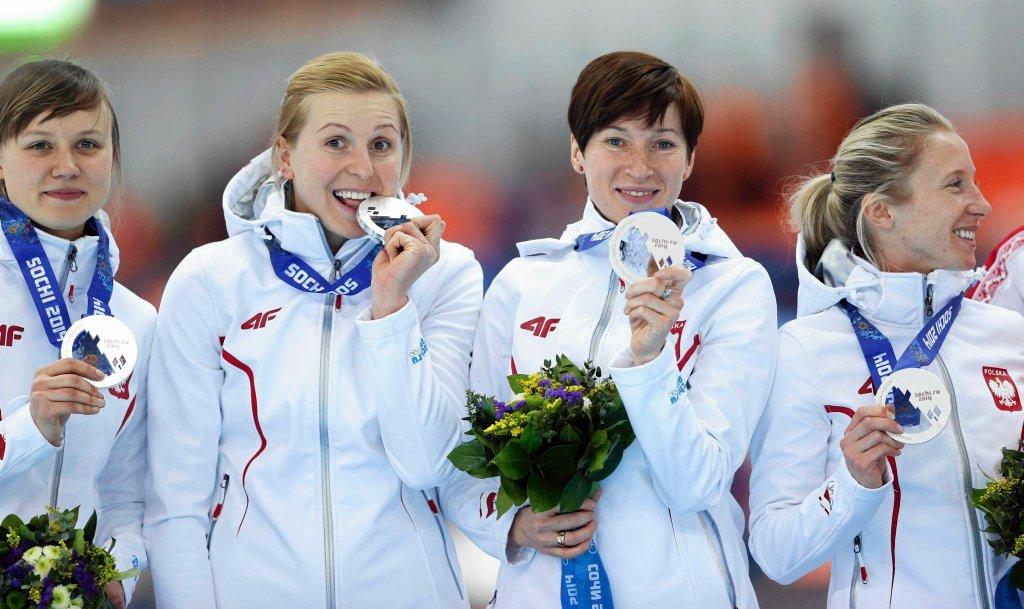 To był wielki dzień dla polskiego łyżwiarstwa szybkiego! Polscy panczeniści zdobyli w sobotę dwa medale w sztafetach. Srebro wywalczyły Panie w składzie Katarzyna Woźniak, Natalia Czerwonka, Katarzyna Bachleda-Curuś i Luiza Złotkowska.