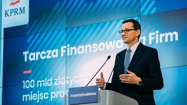 Premier Mateusz Morawiecki podczas konferencji na temat 'Tarczy finansowej' dla firm, 8 kwietnia 2020.