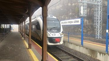 Szklarska Poręba, do której można dojechać pociągami Kolei Dolnośląskich,  jest doskonałym miejscem wypadowym na górskie wycieczki