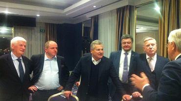 Robocza kolacja z delegacją ukraińską i udziałem Kwaśniewskiego i Coxa