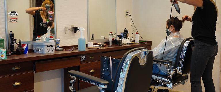 Kiedy otwarcie salonów fryzjerskich i kosmetycznych? Rząd podał datę