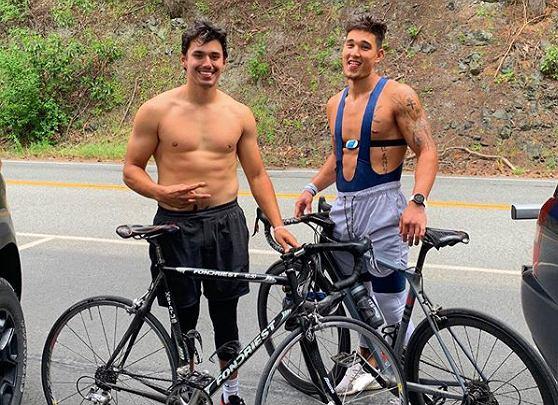 Taylor Rapp z bratem podczas treningu, w trakcie którego spala ponad 10 tys. kalorii. Źródło: Instagram