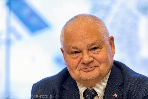 Prezes Glapiński walczy o słabego złotego. Czy złoty go posłucha?