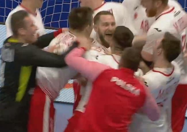 Radość polskich piłkarzy ręcznych po zwycięstwie 27:26 nad Słowenią