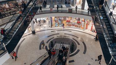 Centra handlowe otworzyły pierwsze punkty szczepień. Warszawa, Łódź, Opole - może przyjść każdy [ADRESY]