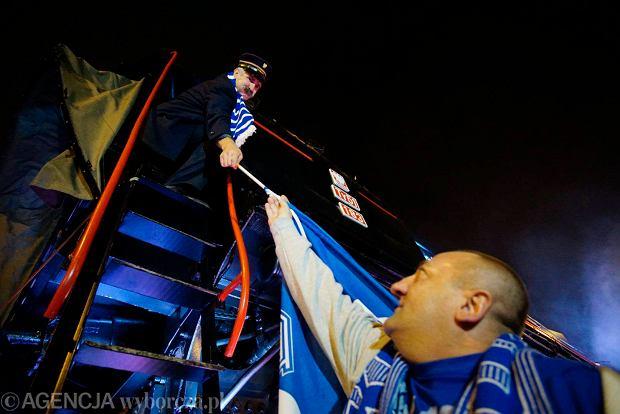 Zdjęcie numer 1 w galerii - Lokomotywa Lecha Poznań przejechała ulicami miasta pod stadion przy Bułgarskiej [ZDJĘCIA]