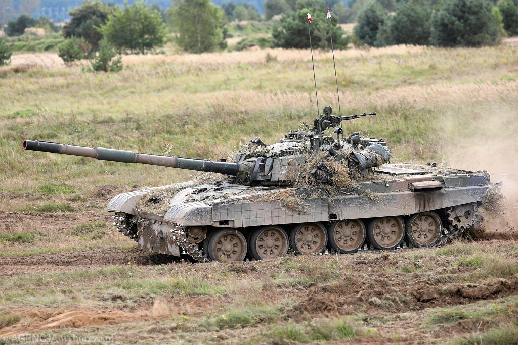 MON podpisało kontrakt na modernizację czołgów T-72 za 1,75 mld złotych. 'To pudrowanie g**na'