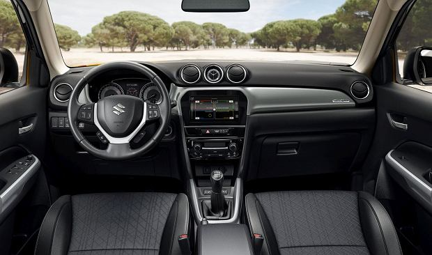Suzuki Viatara 2018 - wnętrze