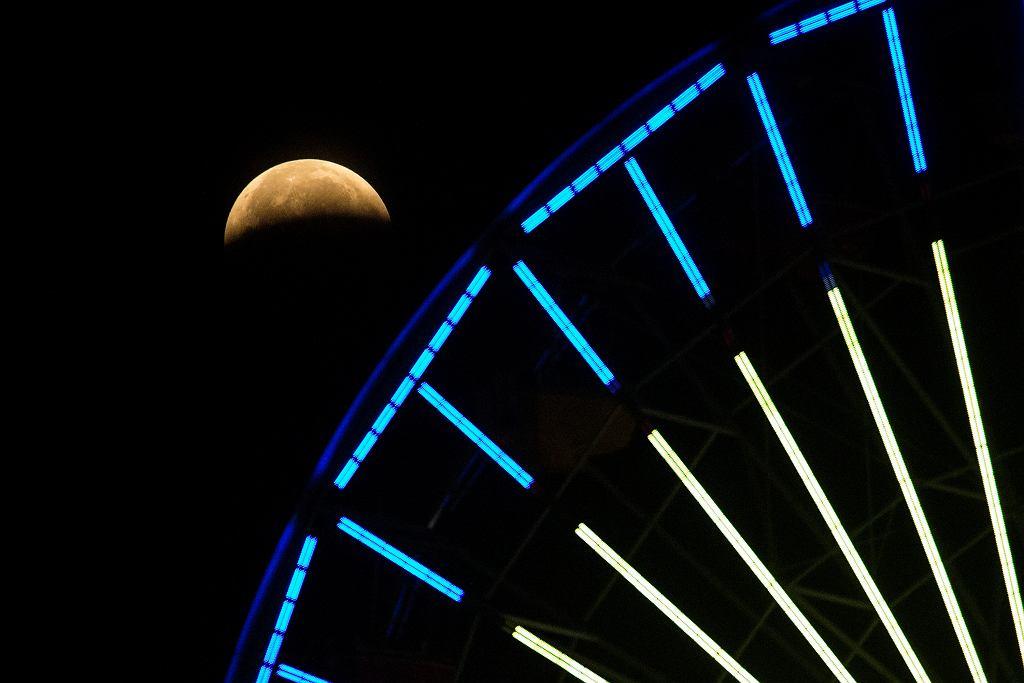 Całkowite zaćmienie Księżyca - Santa Monica (USA)