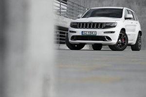 Jeep Grand Cherokee SRT8   Test   Priapizm