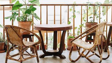 Meble na balkon - jak stworzyć idealne miejsce na wypoczynek? Hamak, fotel, leżak czy huśtawka-kokon?