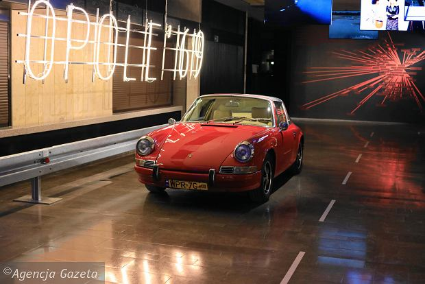 Porsche 911, którym Maryla Rodowicz pruła polskimi ulicami w latach 70. Wystawa 'Wszystkie Małgośki świata' w Bibliotece Narodowej