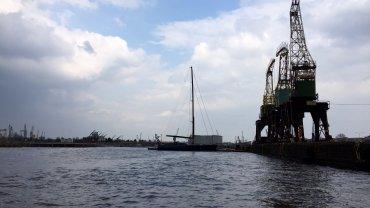 Pierwszy jacht w marinie